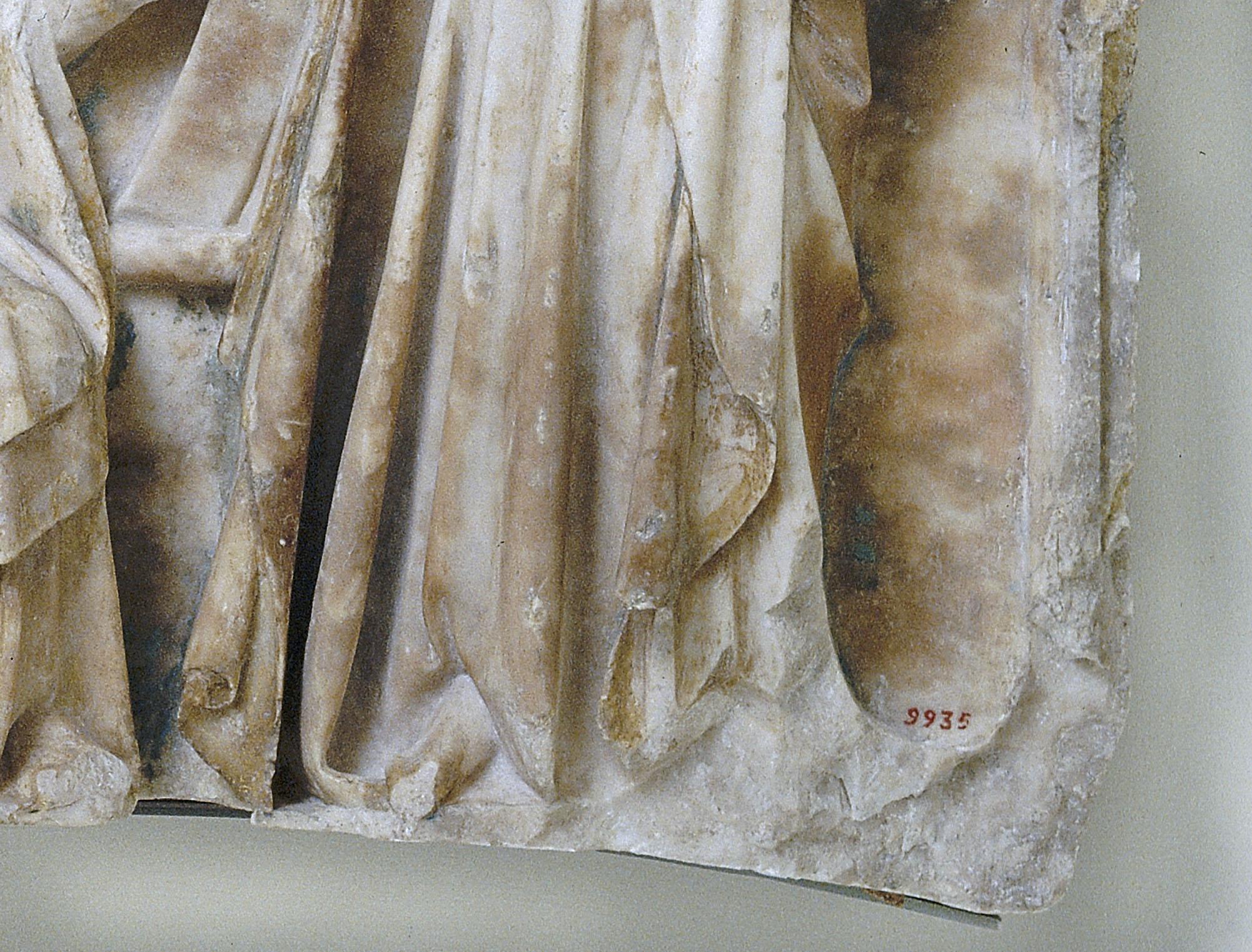 El número de registre en un relleu de pedra