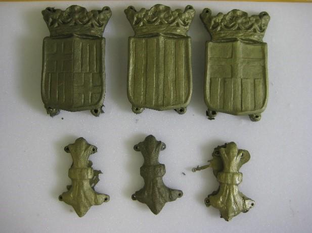 Les noves peces en resina i càrrega metàl·lica tal com surten del motlle