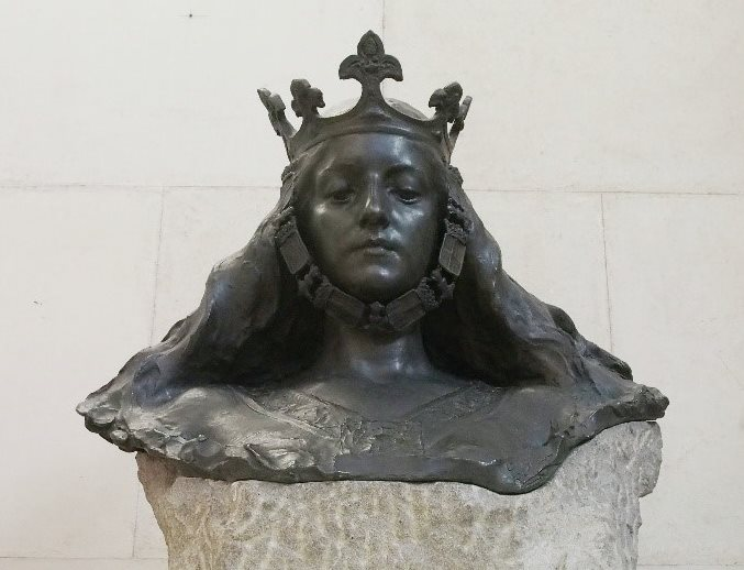 L'escultura un cop finalitzada la intervenció, fotografiada des d'un punt de vista més baix que reforça la potència de la figura al·legòrica