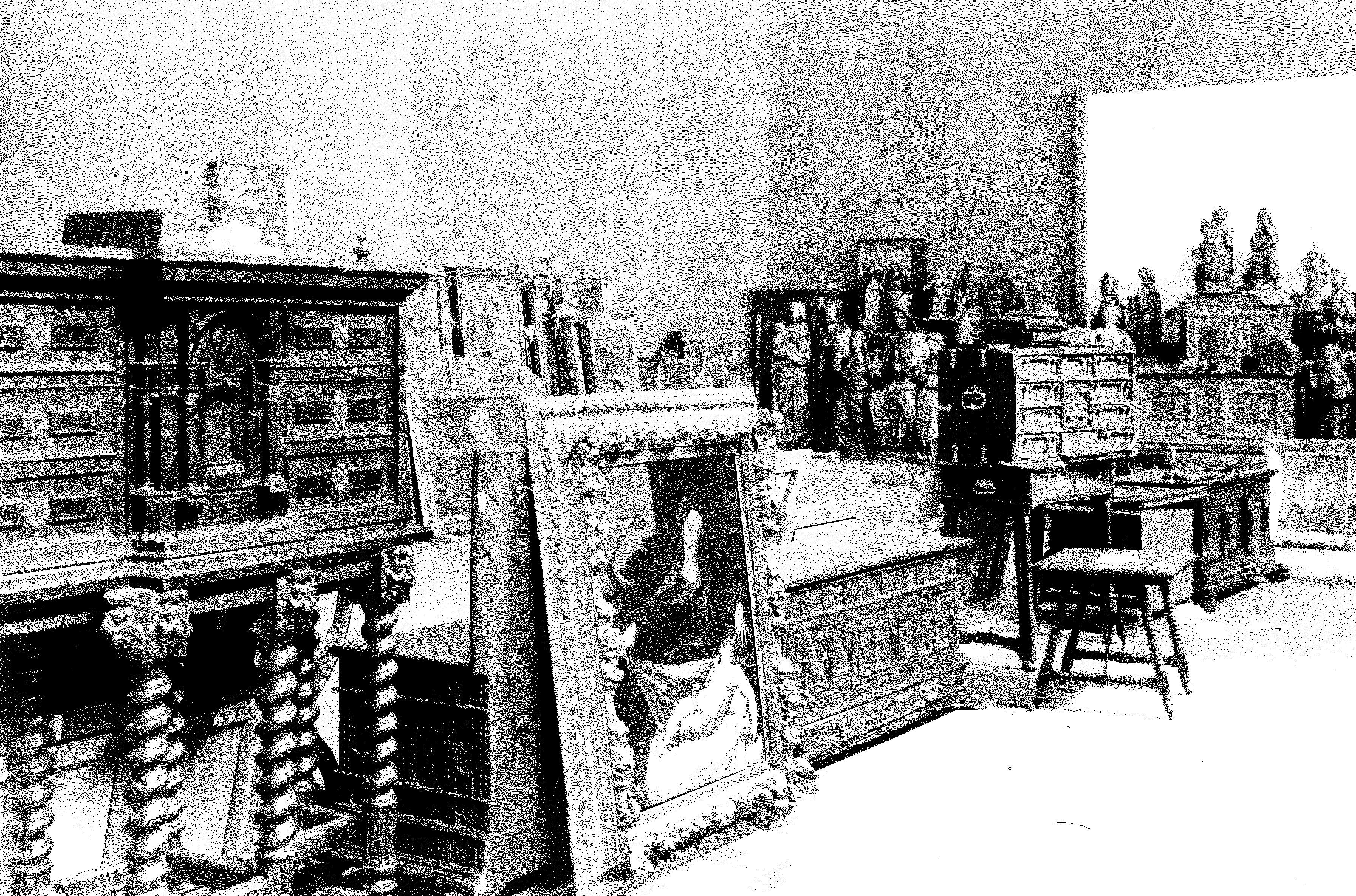 Obres aplegadesen una de les sales del Palau Nacional l'any 1936