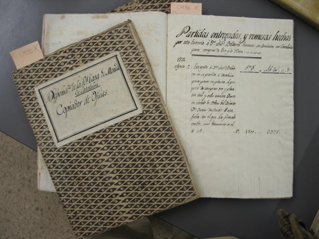 Libros procedentes del archivo de la Seca. Biblioteca Carandell de la UAB. Foto: Albert Estrada-Rius