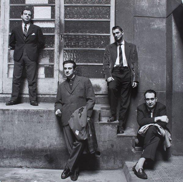Fotografia d'Oriol Maspons dels poetes Jaime Gil de Biedma, José Agustín Goytisolo i Carlos Barral, i el crític Josep Maria Castellet