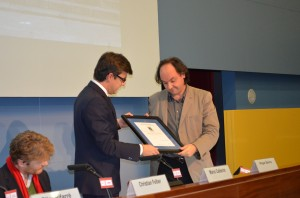 The museum's director, Pepe Serra, receiving the certificate