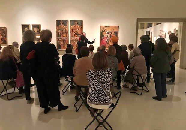 Els Amics del Museu Nacional segueixen la visita de Mònica Piera Miquel