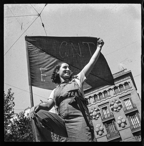 Antoni Campañà. Miliciana en una barricada del carrer Hospital (25 de Juliol de 1936)