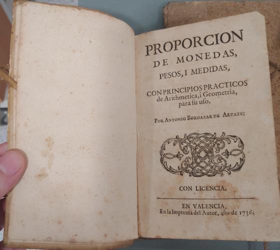 Antonio Bordazar de Artazu, Proporción de monedas, pesos i medidas, València, 1736. Donació de Núria i Eulàlia Tarradell i Font.