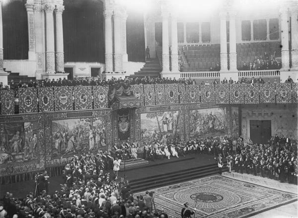 Cerimònia principal al Gran Saló del Palau Nacional amb motiu de l'Exposició Internacional de Barcelona