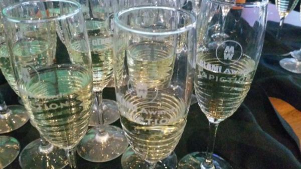 Copas para brindar en la entrega de premios, con el logo MW