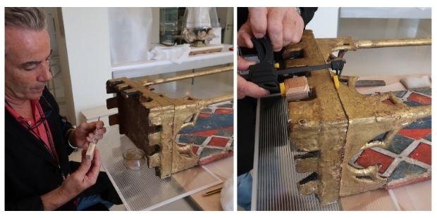 El merlet nou es va adherir amb cola forta de fuster i es va barrejar amb pols de fusta molt fina per reomplir els buits del suport