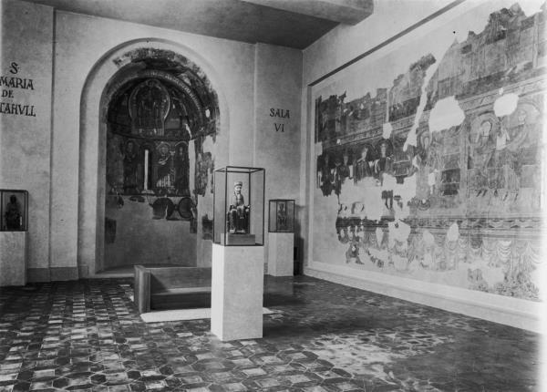 El nou muntatge del Museu d'Art de Catalunya va fer possible una disposición ordenada del materials, cap a 1934.