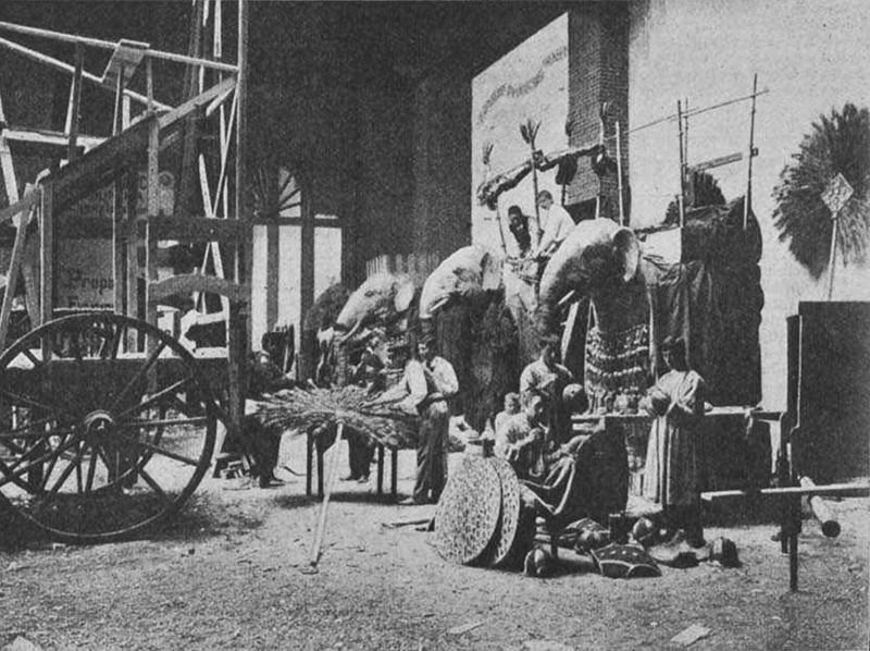 Elefants a la Galeria de màquines de la Cavalcada històrica-artística-industrial. L'Esquella de la Torratxa, 3 d'octubre de 1902
