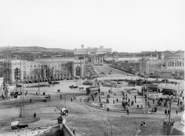 State of the preparatory Works for the Barcelona International Exhibition, around March 1928. The Palau Nacional seen from the Plaça de España.