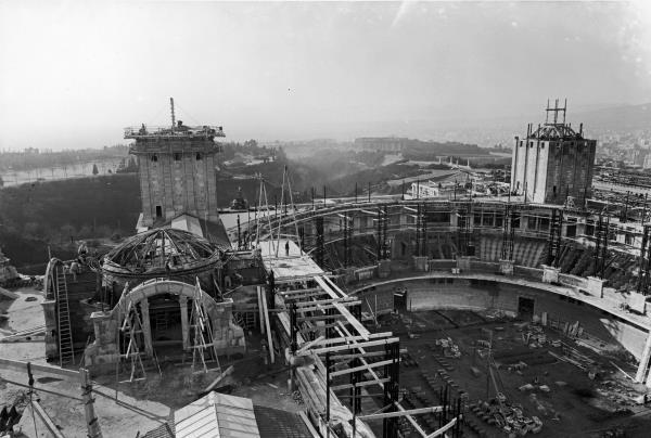 Estat de la construcció del Palau Nacional el gener de 1928.