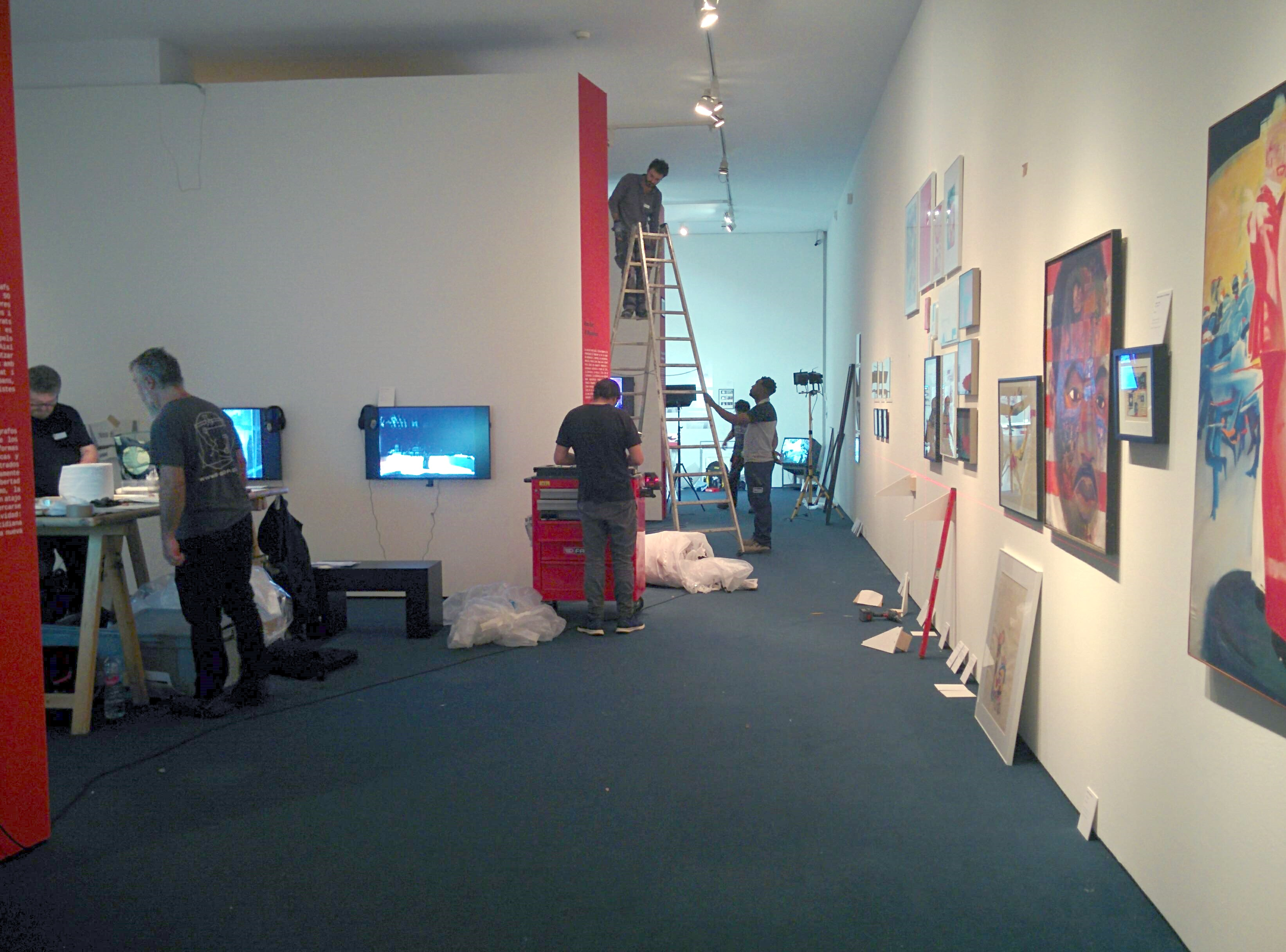Assembling the exhibition. Photo: Milena Pi