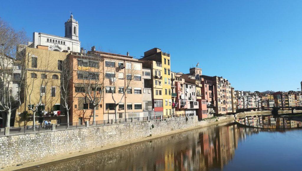 Vistas de la ciudad de Girona y el río Onyar