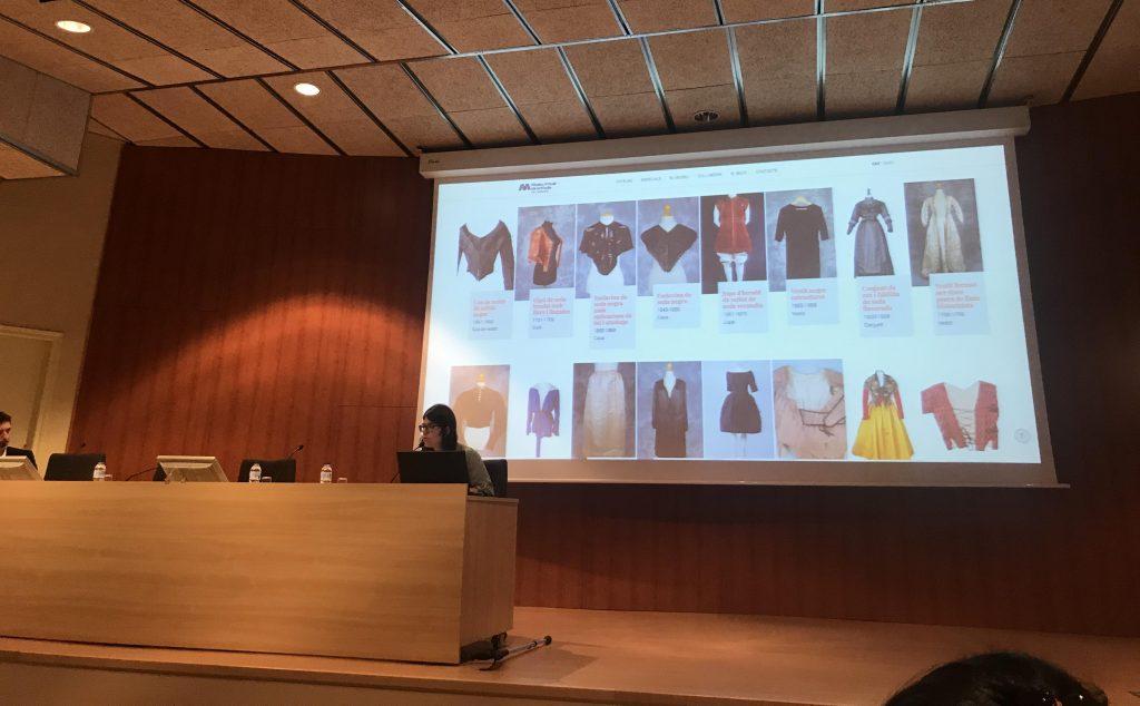 Momento de la presentación de Marta Sánchez del Museu Virtual de la Moda