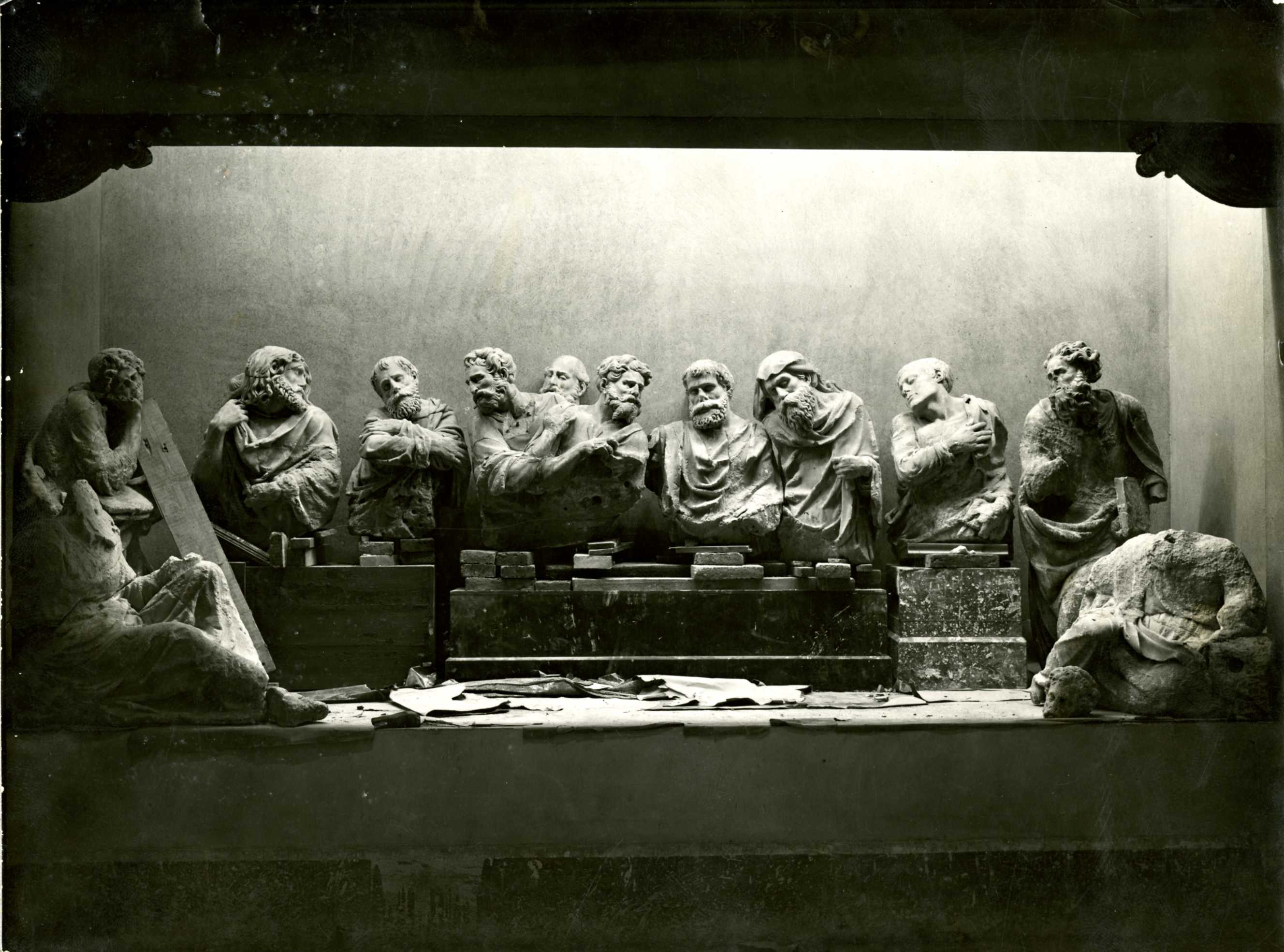 Assembly of the artwork in 1934