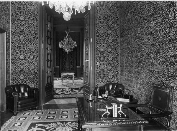 The private rooms of King Alfonso XIII and Queen Victoria Eugenia were situated on either side of the Throne Room