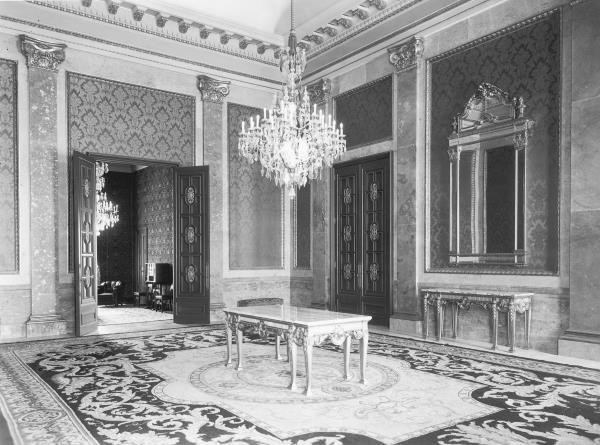 Les estances privades del rei Alfons XIII i la reina Victòria Eugènia, a banda i banda del Saló del Tron