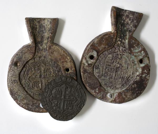 Molde de cobre para falsificar monedas de 8 reales de Felipe II de España, 1556-1598. Museu Nacional