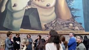 El grup JHU visitant el Museu Dalí. Benvinguda de la directora, Montse Aguer