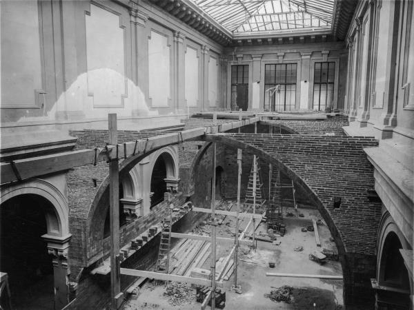 On es troba la actual claraboia va ser instal•lada la secció d'art gòtic