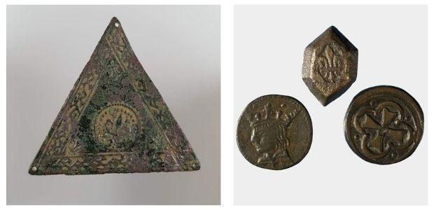 Platillo de balanza y conjunto de ponderales monetarios bajomedievales catalanes, hoy al Gabinete Numismático de Cataluña del Museu Nacional