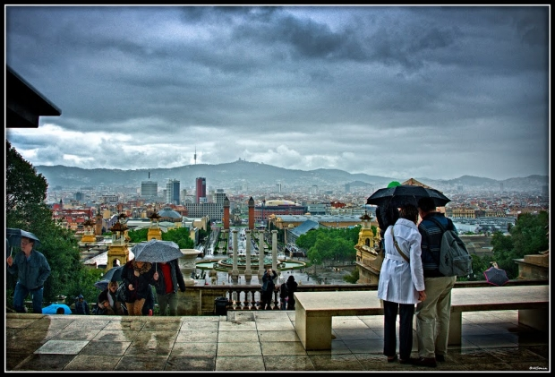 Barcelona en día de lluvia vista desde la terraza del museo.