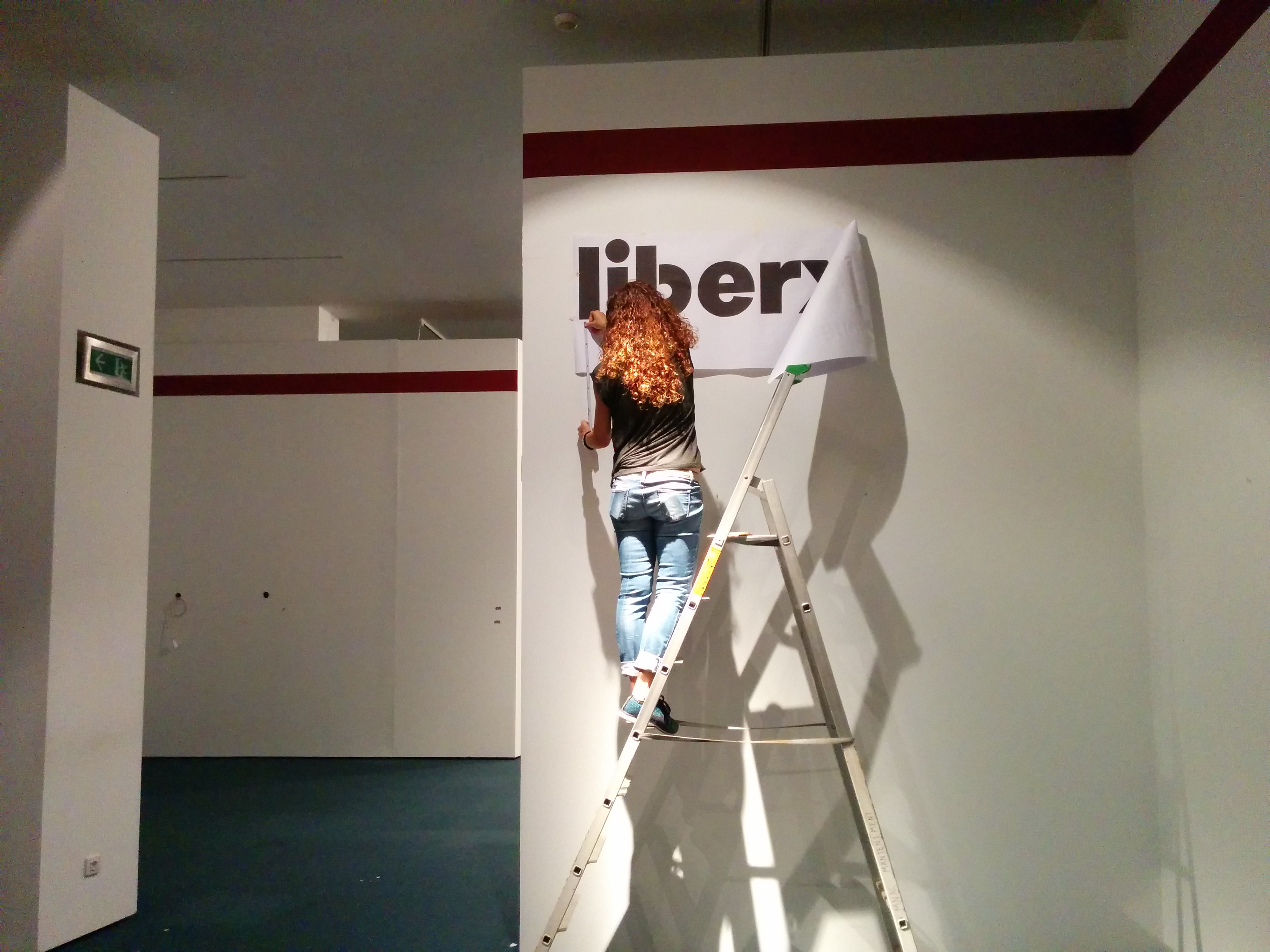 Marta Aymar preparing the graphic proof. Photo: Milena P