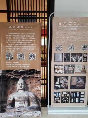 Plafons amb codis QR a les grutes Yungang