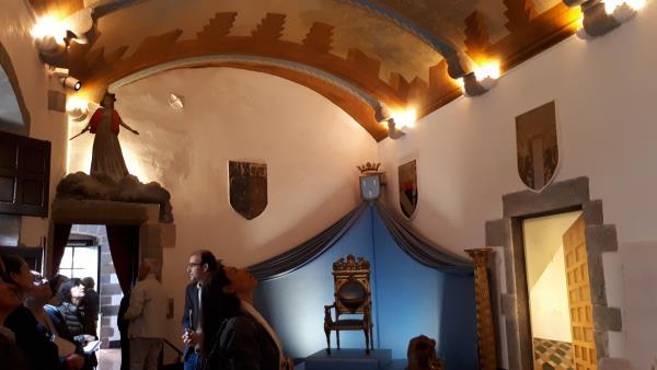 Salón de entrada. La puerta de la derecha es un trompe l'oeil . © Fundació Gala-Salvador Dalí, Figueres, 2018