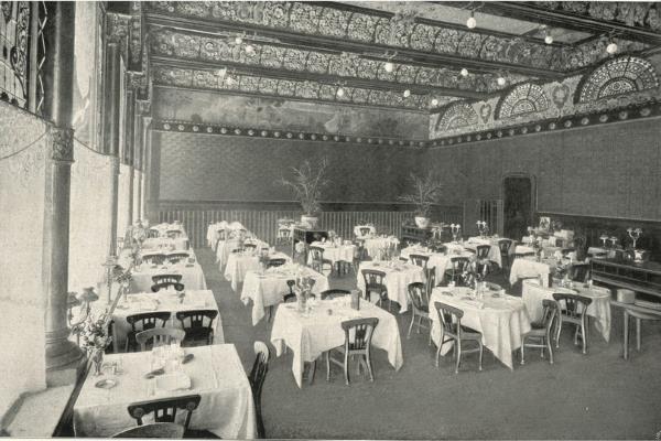 """Saló del restaurant del """"Gran Cafè"""". Imatge extreta de Souvenir Gran Hôtel Colón. Fons Biblioteca Joaquim Folch i Torres"""