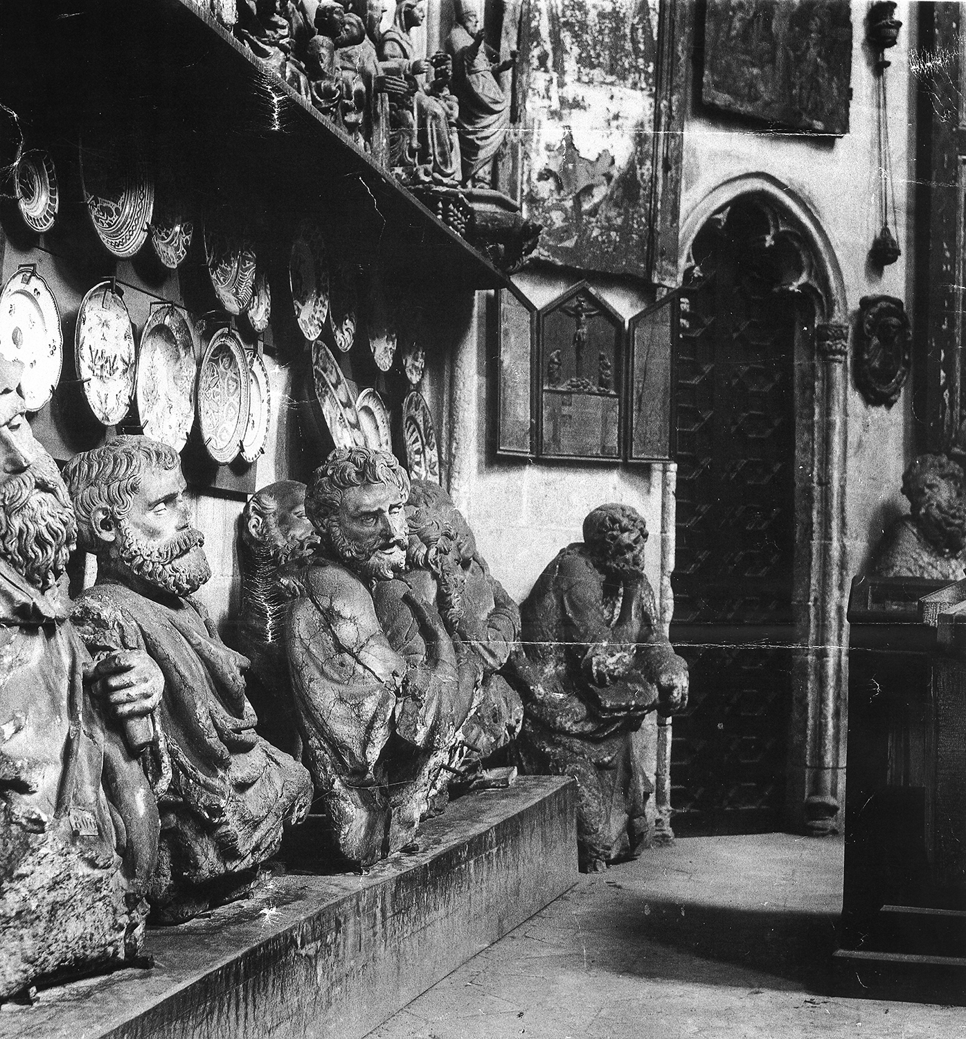 Apostles of the Dormition in the royal chapel of Santa Agata. Image prior to 1932