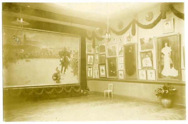 Taller de Ramon Casas. Un racó de l'exposició Blay-Casas, 1904, Arxiu Fotogràfic de Barcelona