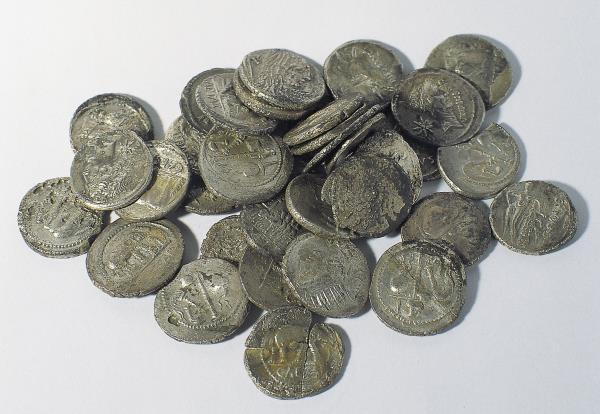 Hoard of Roman denarii, shortly after 44 BC