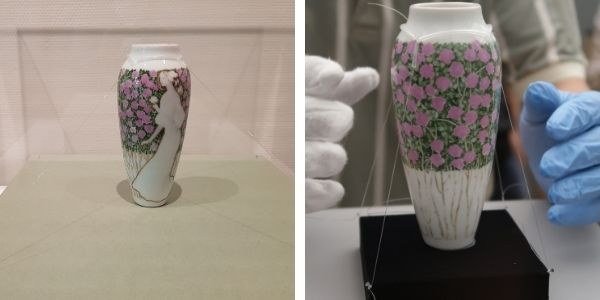Installation of the Vase Decorated with a Female Figure by Antoni Serra (MNAC 1579) in Tokyo, and on the right, installation in Nagasaki