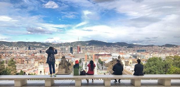 Vistes de Barcelona des de l'accés al Palau Nacional