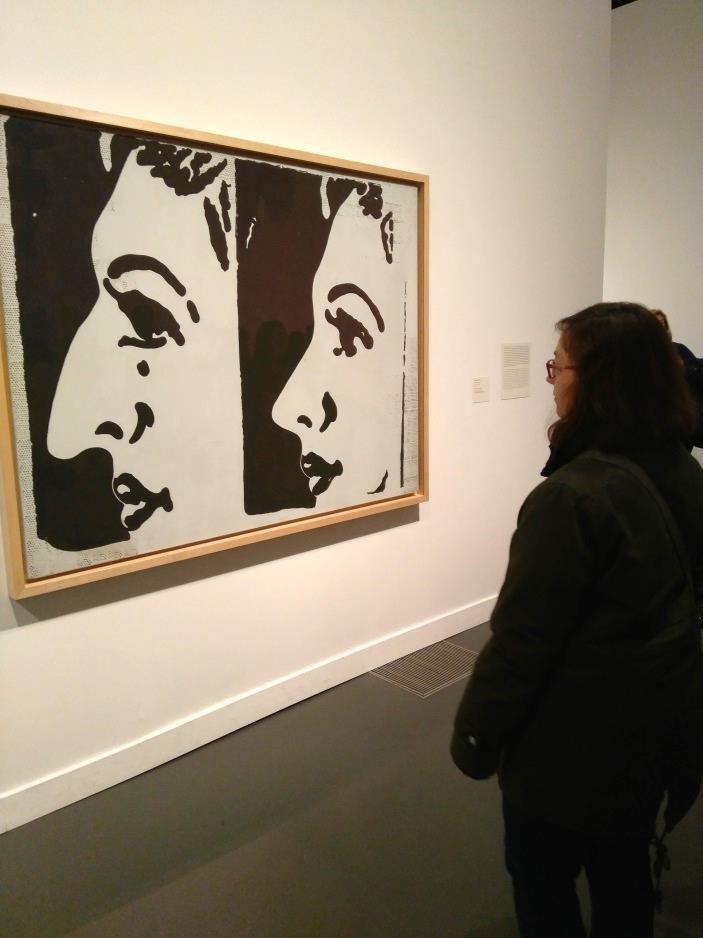 Visitant l'exposició Warhol. L'art mecànic al Caixaforum, Barcelona
