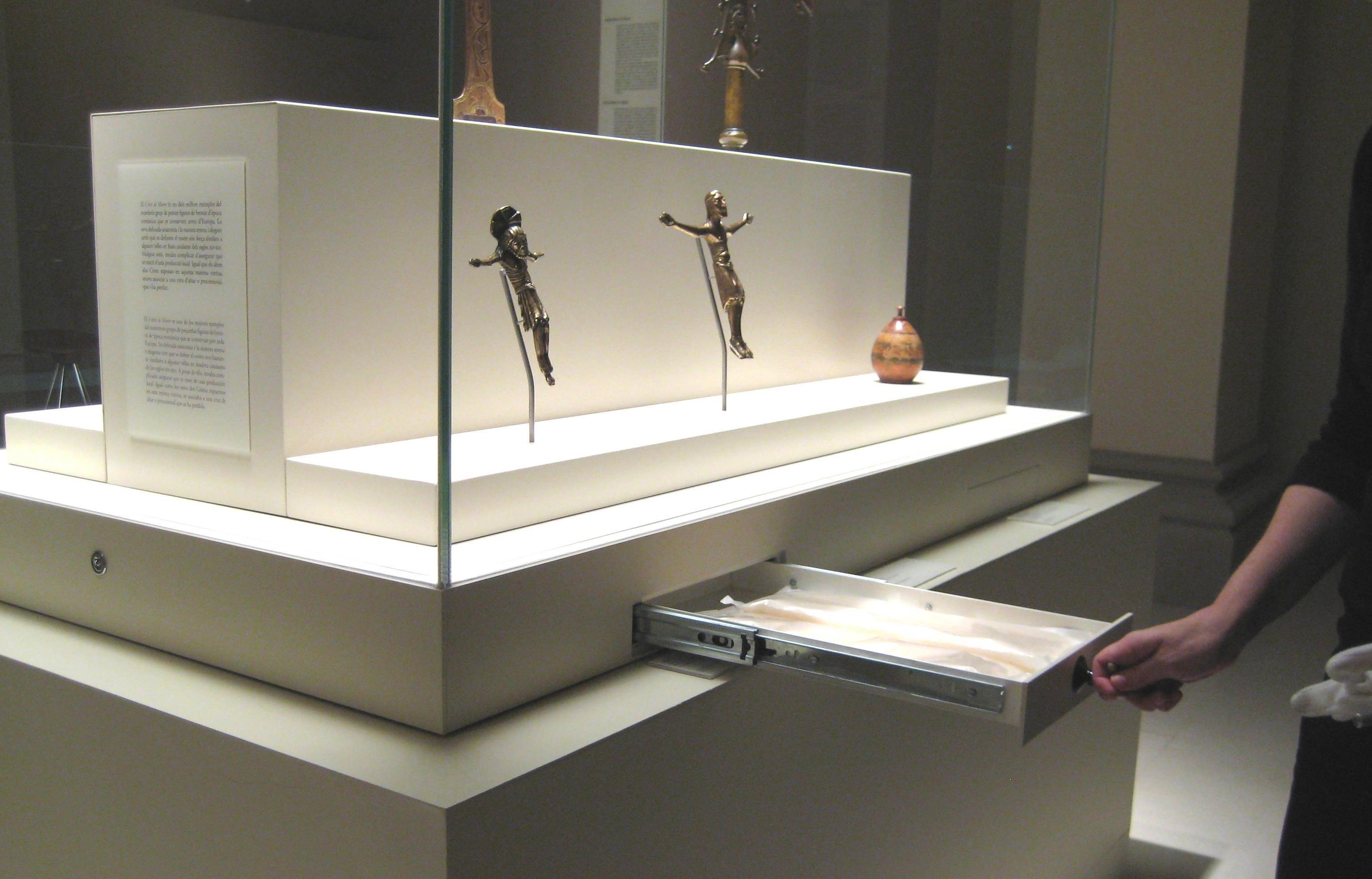 Substitució del producte per al control passiu de les vitrines al museu