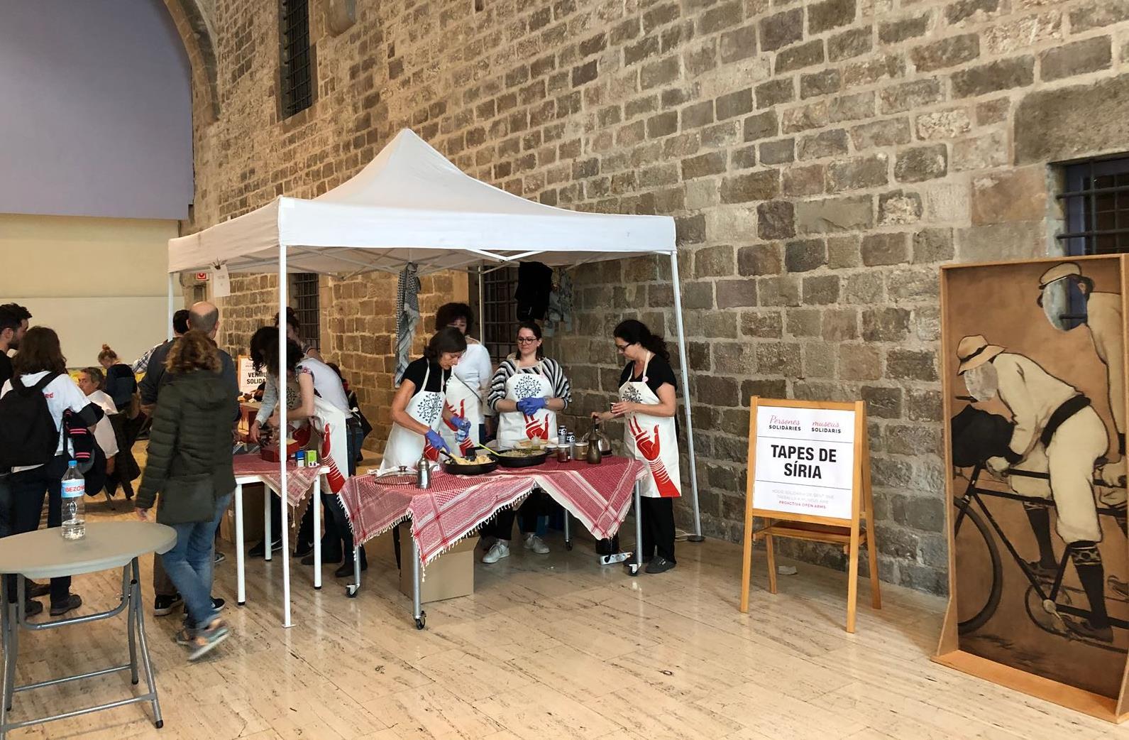 Participant amb treballadors de diferents museus en activitat solidària amb Proactiva Open Arms