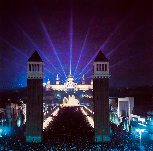 The silhouette of the Palau Nacional will be the backdrop for a great city celebration, like the one that will take place on 17 October 1986 for the Barcelona Olympic nomination.