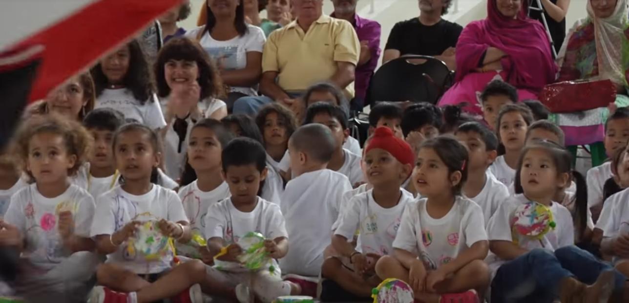 Niños y niñas de la escuela Miquel Bleach