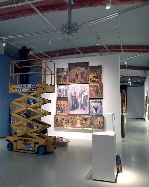 Tasques d'il·luminació al Museu Nacional